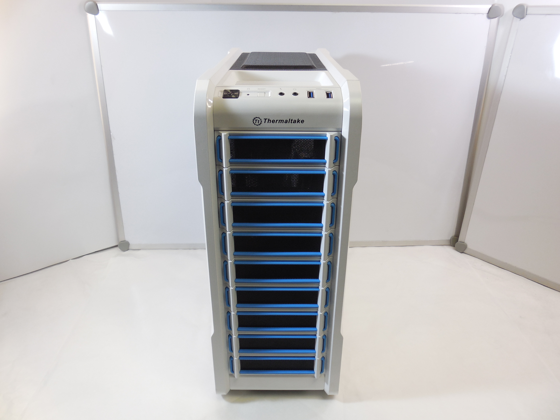 Корпус Thermaltake Chaser A31 Snow Edition - Pic n 271105